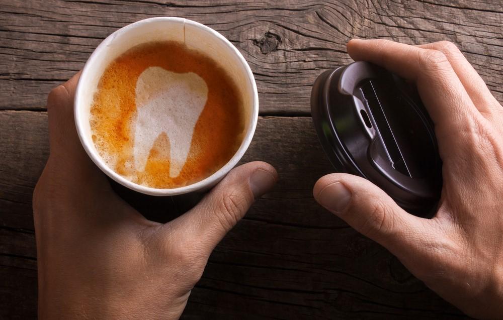 Πίνω πολύ καφέ. Τι επιπτώσεις έχει στα δόντια μου;